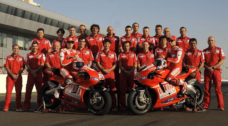 Il Team Ducati MotoGP 2010 al completo