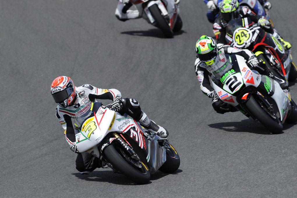 Simone Corsi (Jir Racing Moto 2 stagione 2010) in azione