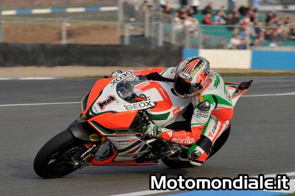 Max Biaggi - Aprilia, Superbike 2011 - miglior tempo nelle qualifiche a Donington Park