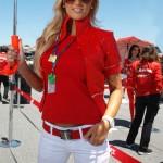 La bionda ombrellina del paddock Ducati