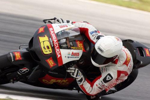 Alvaro Bautista in sella alla Honda RC213V del team San Carlo Honda Gresini ai test di Sepang