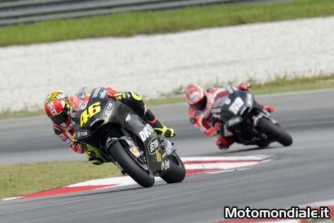 Le Ducati GP12 con livrea nera dei test di Sepang con a bordo Valentino Rossi e Nicky Hayden