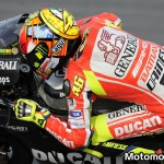 Valentino Rossi sulla Ducati GP12 durante i test di Sepang (foto 2)