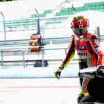 Valentino Rossi, deluso per l'ennesima giornata a vuoto a Sepang