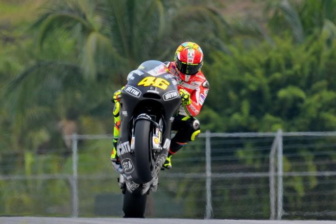 Valentino Rossi sulla Ducati GP12 in livrea nera durante la seconda sessione di test invernali a Sepang – foto 3