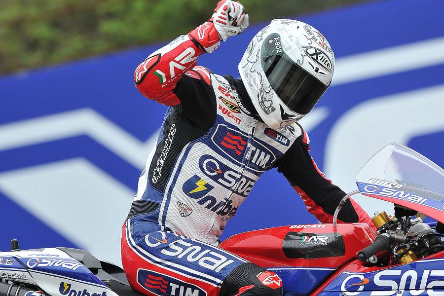 Carlos Checa, Ducati Althea Racing, trionfatore ad Imola