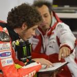 Valentino Rossi ai box con Vittoriano Guareschi (Le Mans - MotoGP 2012)