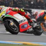 Valentino Rossi supera Casey Stoner a Le Mans