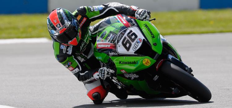 Tom Sykes, del team Kawasaki, chiude in testa le libere di Donington