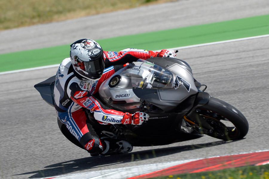 Carlos Checa nei test sulla Panigale 1199