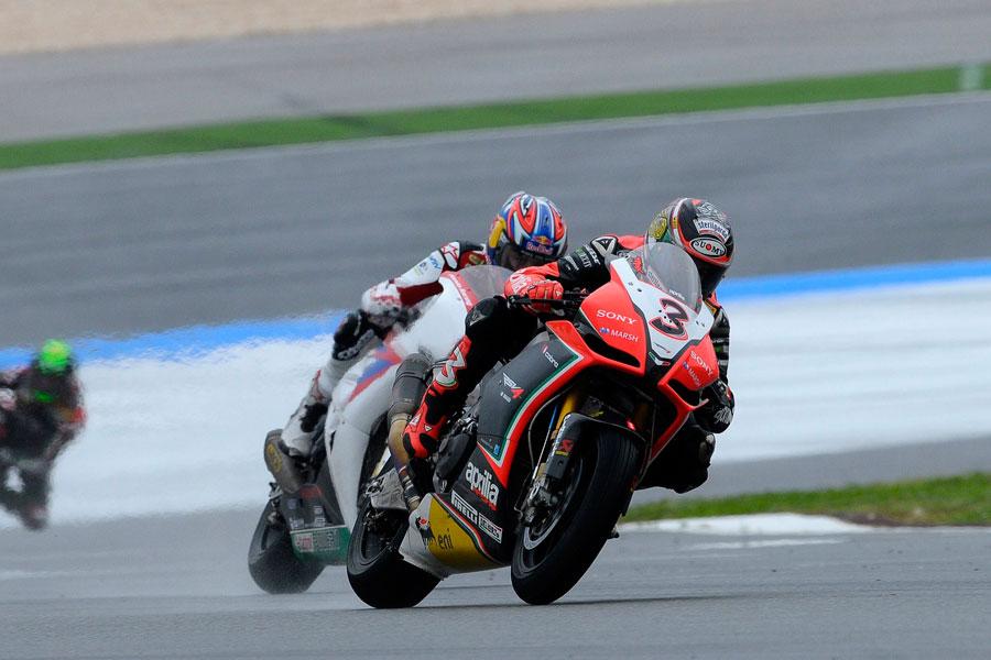 Max Biaggi (Aprilia Racing) a Portimao ha conquistato un 4° ed un 3° posto - Superbike 2012