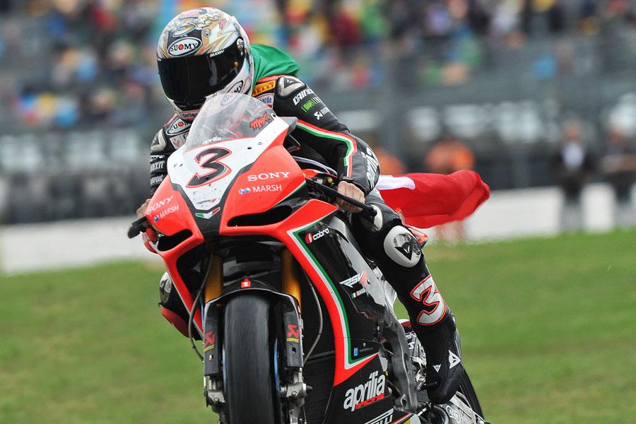 Max Biaggi (Aprilia Racing) festeggia a Magny Cours il titolo mondiale Superbike 2012