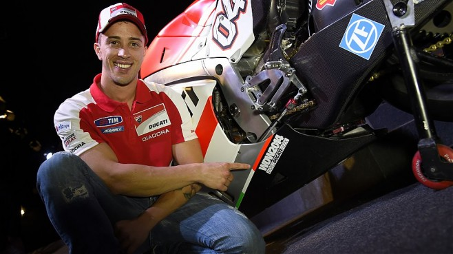 Andrea-Dovizioso-Ducati-Rinnovo-WDW2014
